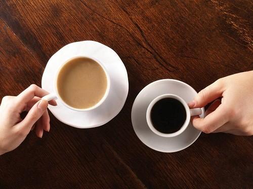 Người bị viêm đường tiết niệu nên hạn chế tiêu thụ các loại đồ ăn thức uống có chứa chất kích thích như cà phê, trà...