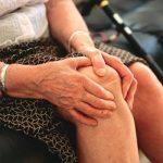Đau khớp khi trở trời – bệnh thường gặp ở người cao tuổi