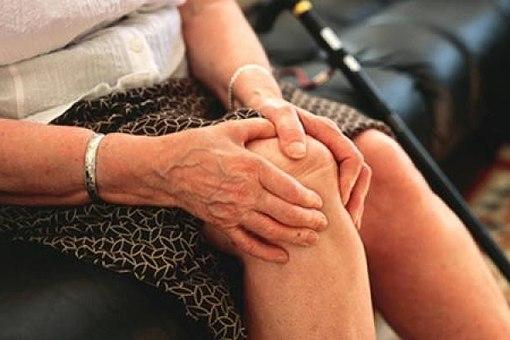 Đau khớp khi trở trời là bệnh thường gặp, mắc nhiều ở người cao tuổi