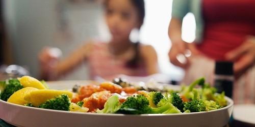 Tự chăm sóc tại nhà đóng vai trò quan trọng trong điều trị bệnh lupus ban đỏ hệ thống, người bệnh nên ăn uống lành mạnh và tập thể dục thường xuyên.