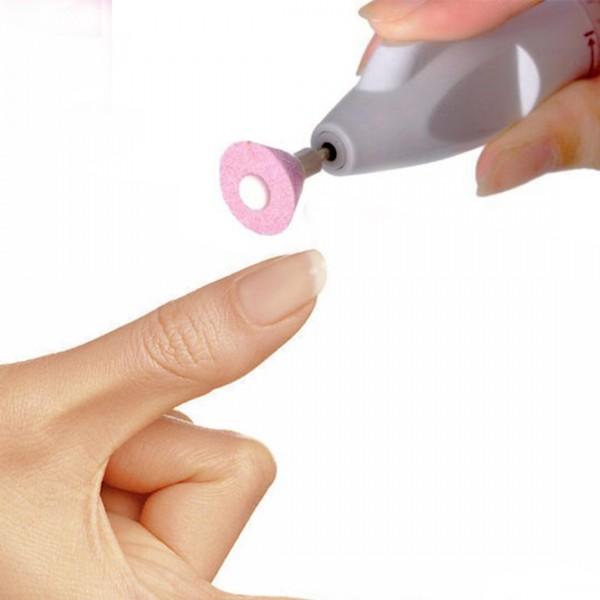 Phẫu thuật cắt bỏ móng tay thể được sử dụng để điều trị nhiễm nấm móng tay nghiêm trọng hoặc tái phát.