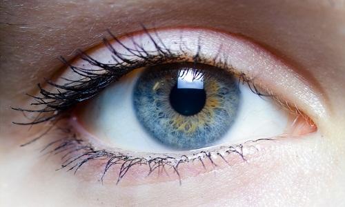Khô mắt, nói một cách đơn giản là tình trạng thiếu hụt nước mắt, làm cho mắt bị khô.