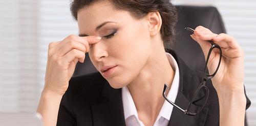 Người làm việc trong môi trường có nhiệt độ cao, nhiều gió, ánh sáng thì nguy cơ nước mắt bị bốc hơi cũng nhiều hơn.
