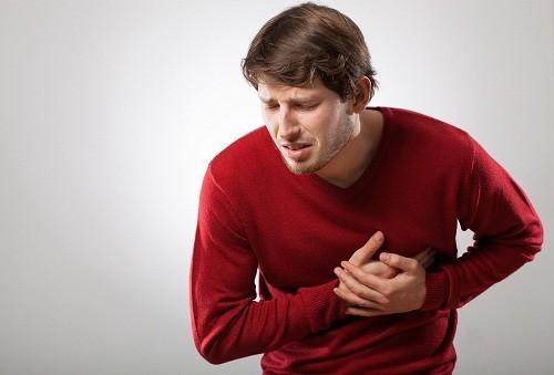 Người bị suy tim thường có đôi môi thâm kèm theo các triệu chứng khác như mệt mỏi, khó thở, đánh trống ngực, hồi hộp...