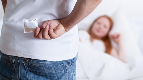 Nên sử dụng bao cao su khi quan hệ tình dục để tránh lây nhiễm các bệnh lây truyền qua đường tình dục, bệnh viêm nhiễm sinh dục.