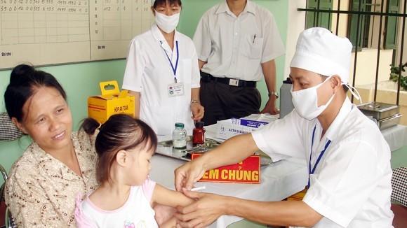 Tiêm chủng góp phần bảo vệ sức khỏe hàng triệu trẻ em Việt Nam.