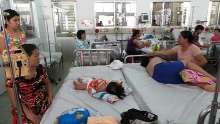 Bệnh nhi mắc sốt xuất huyết điều trị tại bệnh viện Nhi Đồng 1