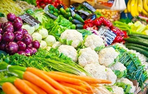 Nên lựa chọn những thực phẩm lành mạnh, tốt cho thận để bổ sung vào chế độ ăn uống hàng ngày.