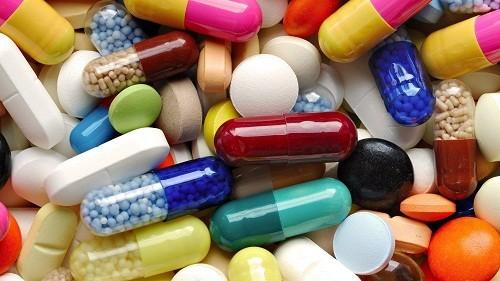 Người bị đau cổ tay có thể được chỉ định sử dụng một số loại thuốc giảm đau như ibuprofen và acetaminophen.
