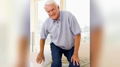 Nguy cơ của nhiều loại viêm khớp tăng dần theo tuổi.