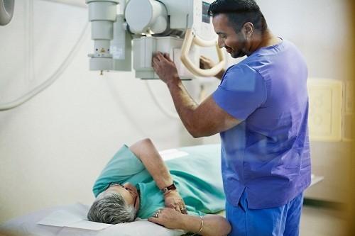Chụp X- quang được sử dụng để theo dõi tiến triển của viêm khớp.