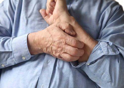 Các triệu chứng khác của rối loạn chức năng gan có thể là ngứa, da phát ban, hôi miệng...