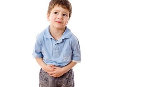Đối với trẻ em từ 2 tuổi, các triệu chứng thường đau ruột thừa thường gặp nhất là đau ở bụng dưới, nôn mửa và sưng ở bụng.