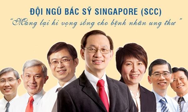 Đội ngũ bác sĩ Singapore đang hợp tác điều trị ung thư tại Bệnh viện Thu Cúc.