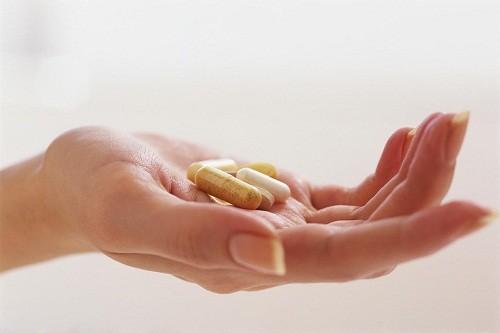Thuốc chống viêm giảm đau và sưng khớp có thể được sử dụng để làm giảm bớt các triệu chứng khó chịu cho người bệnh.