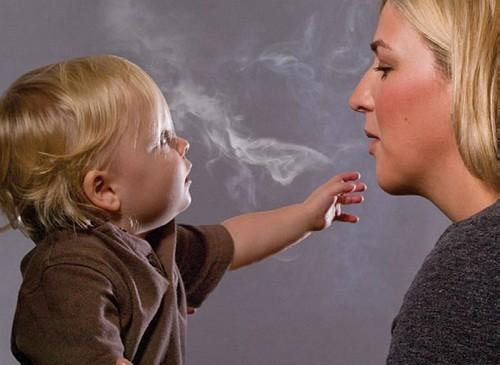 Tiếp xúc với khói thuốc lá có thể kích hoạt các yếu tố thúc đẩy bệnh lupus ban đỏ xảy ra.