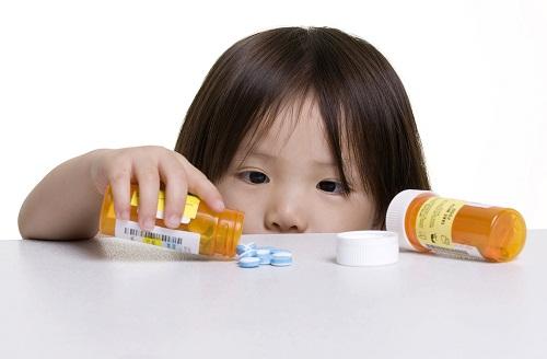 Thuốc chống nấm dạng uống có thể được sử dụng để điều trị nấm da đầu ở trẻ em.