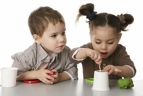 Một số bệnh nấm da có khả năng lây lan do đó nhiều trẻ nhỏ mắc bệnh nấm da do dùng chung vật dụng cá nhân với trẻ mang bệnh.