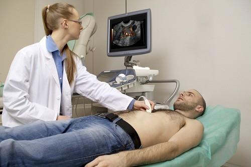 Siêu âm tim cung cấp hình ảnh chi tiết của tim để kiểm tra xem có bất thường nào liên quan đến đột quỵ hay không.