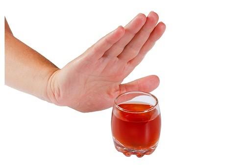 Có thể hạn chế nguy cơ gan nhiễm mỡ bằng cách hạn chế uống rượu,bia.