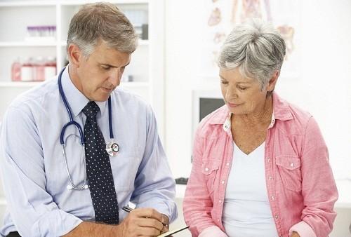 Các phương pháp điều trị cho mãn kinh tập trung vào làm giảm các triệu chứng gây khó chịu, ngăn ngừa và kiểm soát các bệnh lý có thể xảy ra do lão hóa
