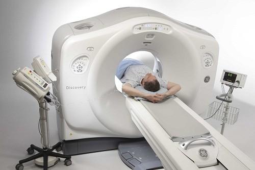 Chụp cắt lớp vi tính (CT scan) giúp bác sĩ chẩn đoán khối u, nhiễm trùng, tổn thương não, chảy máu não và một số vấn đề y tế khác có thể gây đau đầu.