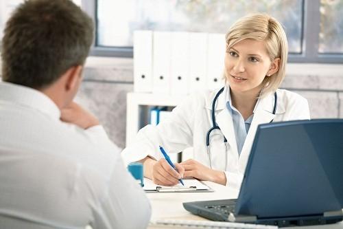 Trong chẩn đoán suy hô hấp, đầu tiên bác sĩ sẽ tìm hiểu xem gần đây người bệnh có mắc bất kỳ bệnh lý nào có khả năng dẫn tới suy hô hấp hay không.