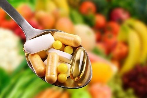 Những người có rủi ro cao hình thành sỏi thận nên tham khảo ý kiến bác sĩ trước khi sử dụng thuốc bổ sung vitamin và khoáng chất.