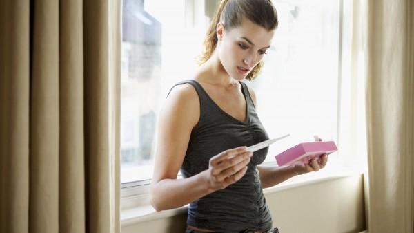 Với những người có chu kỳ kinh nguyệt đều, dấu hiệu đáng tin cậy nhất cho biết đang mang thai là trễ kinh.