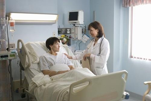 Khi nhận thấy có các dấu hiệu nghi ngờ xơ gan nêu trên, cần nhanh chóng tới bệnh viện để được kiểm tra và tư vấn điều trị kịp thời.