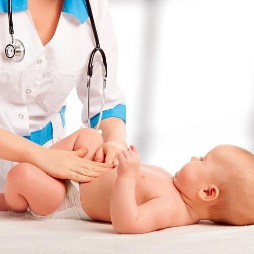 Tới bệnh viện để kiểm tra ngay nếu các triệu chứng của viêm da dị ứng ở trẻ không có dấu hiệu thuyên giảm và vùng da thương tổn bị nhiễm trùng.