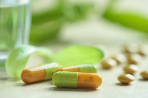 Với người bị viêm đường tiết niệu mạn tính, bác sĩ có thể chỉ định sử dụng kháng sinh liều thấp trong thời gian dài sau khi các triệu chứng ban đầu giảm dần.