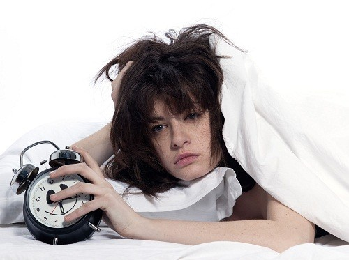 Thiếu ngủ có liên quan đến một số vấn đề về sức khỏe, thương tật, chất lượng cuộc sống suy giảm và các bệnh về tâm thần.