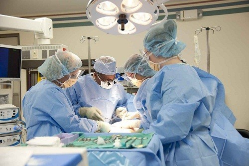 Sỏi thận khi nào phải mổ là thắc mắc chung của nhiều người bệnh.