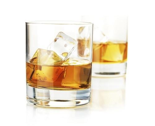 Uống rượu có thể gây tổn hại các tế bào thận của người bệnh hơn nữa.