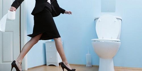 Phát hiện sớm các triệu chứng của bệnh thận như thay đổi bất thường về lượng nước tiểu và số lần đi tiểu trong ngày.