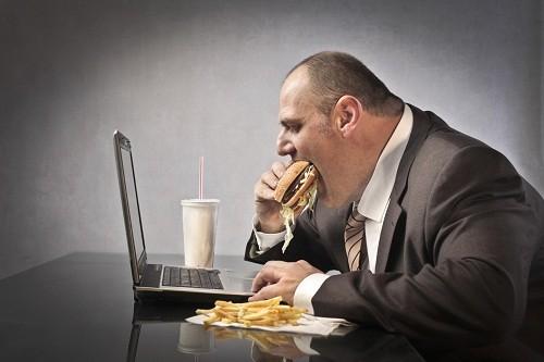 Béo phì là một trong số các yếu tố nguy cơ gây tăng huyết áp.