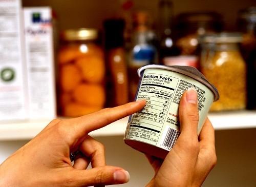 Hàm lượng calo và thông tin dinh dưỡng khác có thể được tìm thấy trên bao bì chứa thực phẩm hay đồ uống.