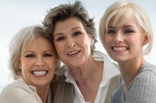 Hầu hết phụ nữ bắt đầu thời kỳ mãn kinh từ 45 - 55 tuổi, có thể sớm hoặc muộn hơn