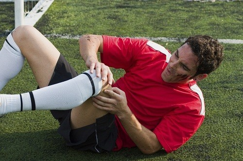 Chấn thương như gãy xương, đứt dây chằng các khớp gối... có thể là nguyên nhân gây tràn dịch khớp gối