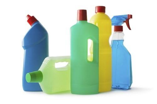 Các loại chất tẩy rửa có thể làm tăng nguy cơ mắc bệnh viêm dá dị ứng.