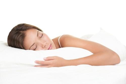 Người mắc viêm gan siêu vi B có thể có các triệu chứng như mệt mỏi, sốt, chán ăn, buồn nôn...