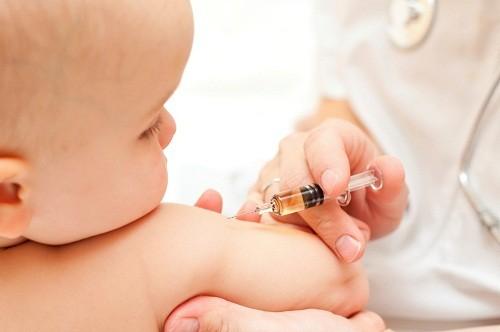 Tiêm vắc xin phòng bệnh viêm gan siêu vi B là cách hiệu quả nhất để phòng bệnh này ở trẻ em.