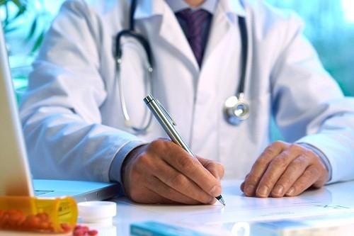 Dựa trên kết quả các xét nghiệm quai bị, bác sĩ sẽ tư vấn cách điều trị phù hợp nhất với tình trạng của người bệnh.
