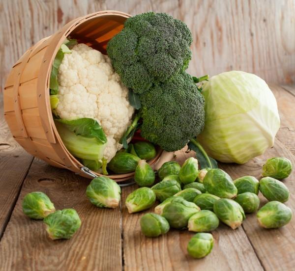 Các loại rau họ cải tươi như bông cải xanh, cải bruxen, cải bắp và súp lơ có chứa goitrogens, gây trở ngại cho hoạt động của tuyến giáp.