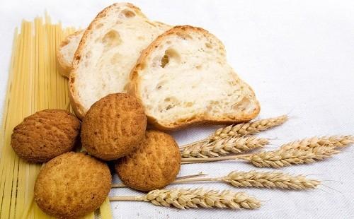 Gluten - một protein được tìm thấy trong lúa mì, lúa mạch đen và lúa mạch cũng là goitrogens, tác động xấu tới hoạt động của tuyến giáp.