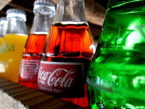 Tránh nhai kẹo cao su, ăn kẹo cứng và uống đồ uống có ga là lưu ý đối với người bệnh trào ngược dạ dày - thực quản.