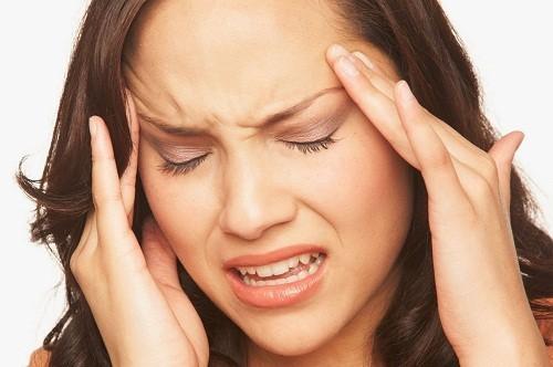 Đau đầu dữ dội cũng có thể là dấu hiệu cho thấy người bệnh đã bị chảy máu não hoặc u não.