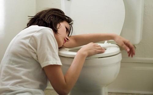 Mệt mỏi, buồn nôn có thể là triệu chứng của hôn mê do tăng áp lực thẩm thấu