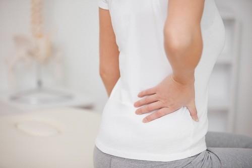 Thoát vị đĩa đệm không chỉ khiến người bệnh phải hứng chịu những cơn đau về xương khớp trong sinh hoạt mà còn có thể kéo theo nhiều biến chứng nguy hiểm.